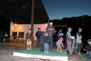 2015_Oct.17_Wayne Handing our Scavenger Hunt Prizes at Amphitheater